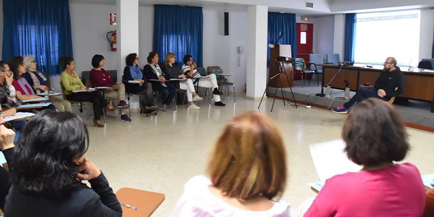 Los trabajadores sociales del Area Sanitaria de Linares se forman sobre la escritura científica en la medicina
