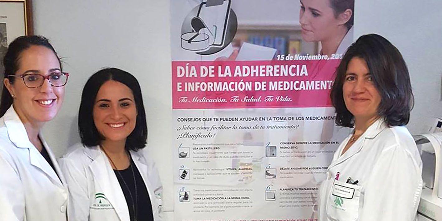 El Hospital de Linares instala una mesa para informar y aconsejar sobre el uso adecuado de los fármacos