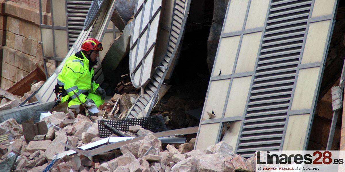 VÍDEO | El intenso trabajo de los Bomberos de Linares tras los derrumbes