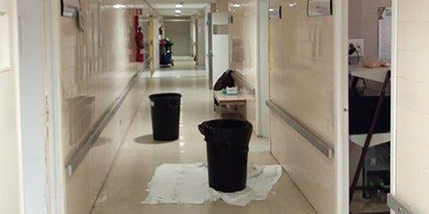 SATSE denuncia goteras en los quirófanos del Hospital de Linares