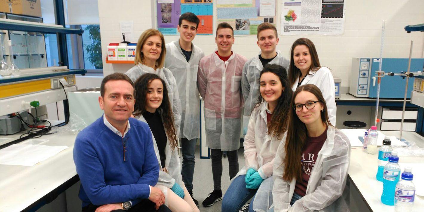 Estudiantes de Bachillerato participan en un taller específico impartido por la EPS de Linares sobre 'Nuevos Aditivos naturales en la industria agroalimentaria'