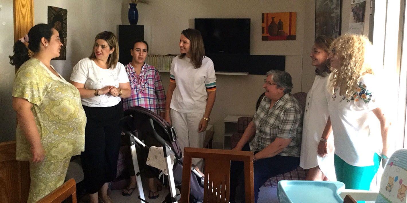 """Impulso al proyecto inclusivo """"Mujer y madre"""" de respaldo a mujeres en riesgo de exclusión social en Linares"""