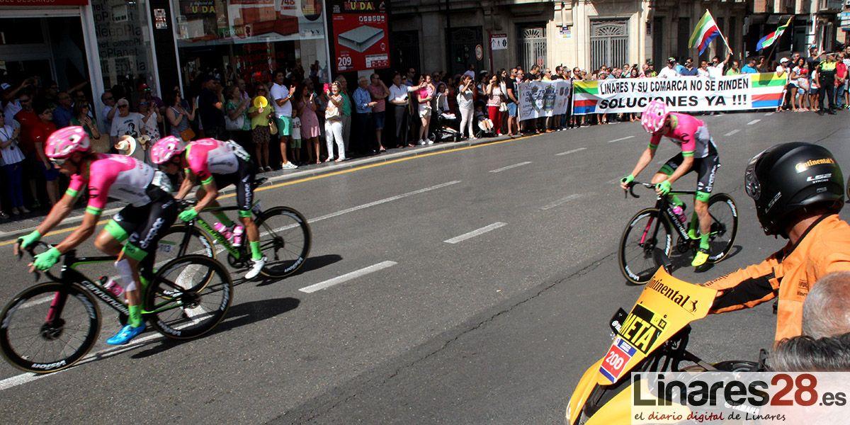 LA MIRADA | Éxito de público en la salida de La Vuelta desde Linares