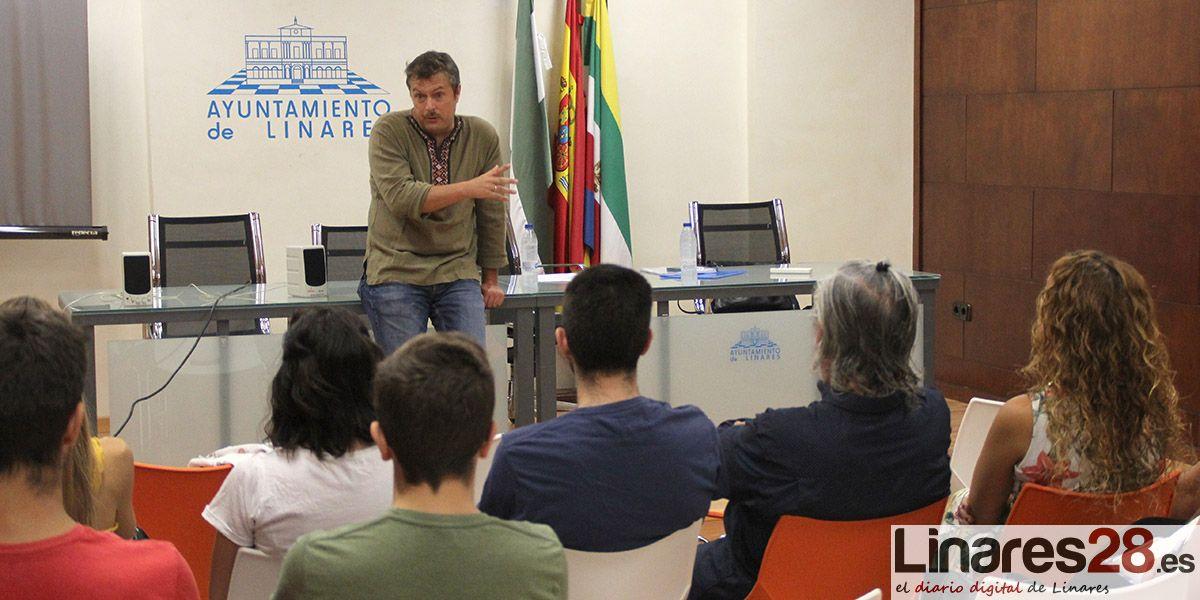 VÍDEO | El guionista Tirso Calero habla de series de televisión en el Festival de Cine Independiente  de Linares
