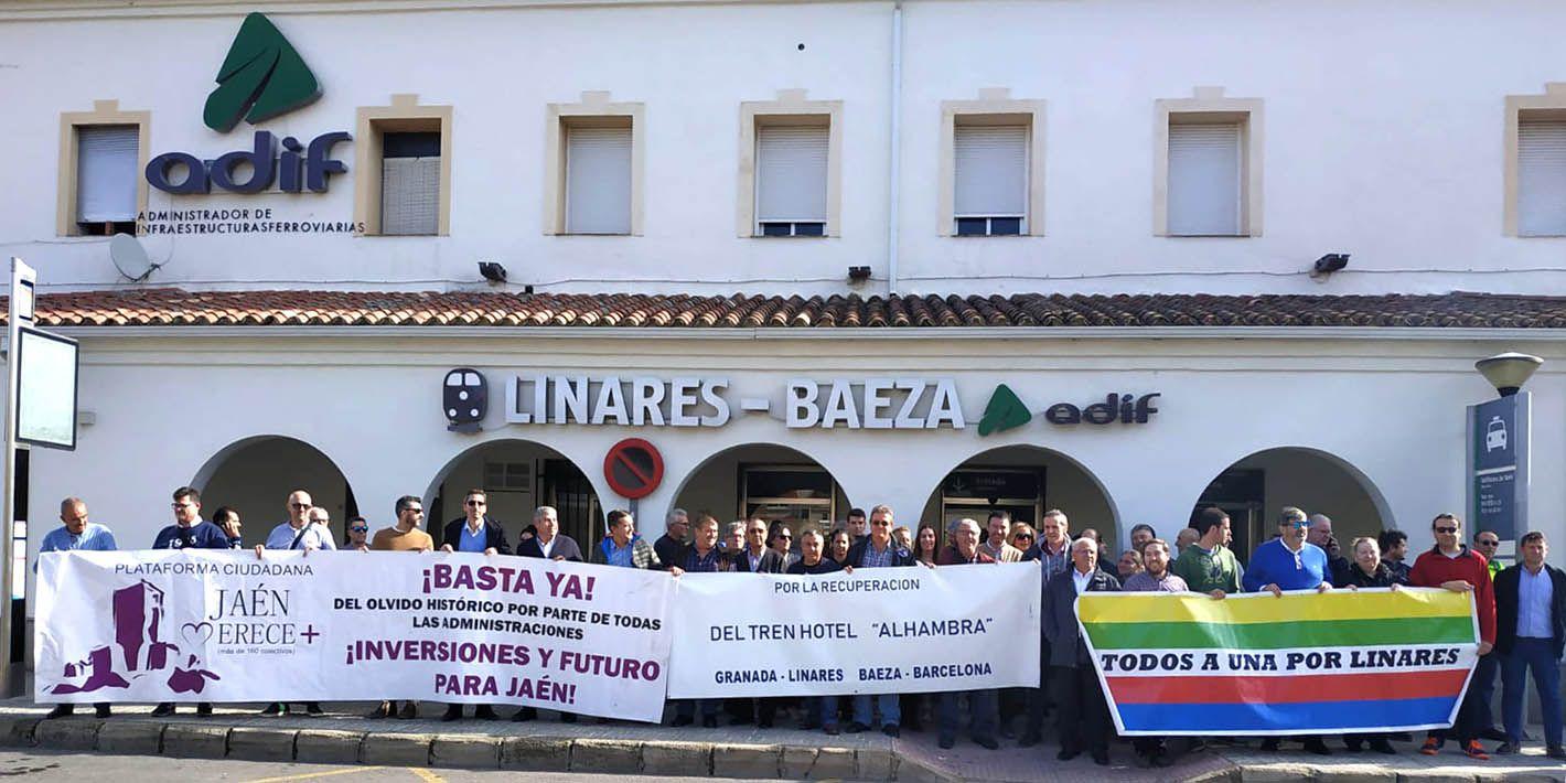 Concentración en la estación Linares-Baeza contra el aislamiento ferroviario de la provincia