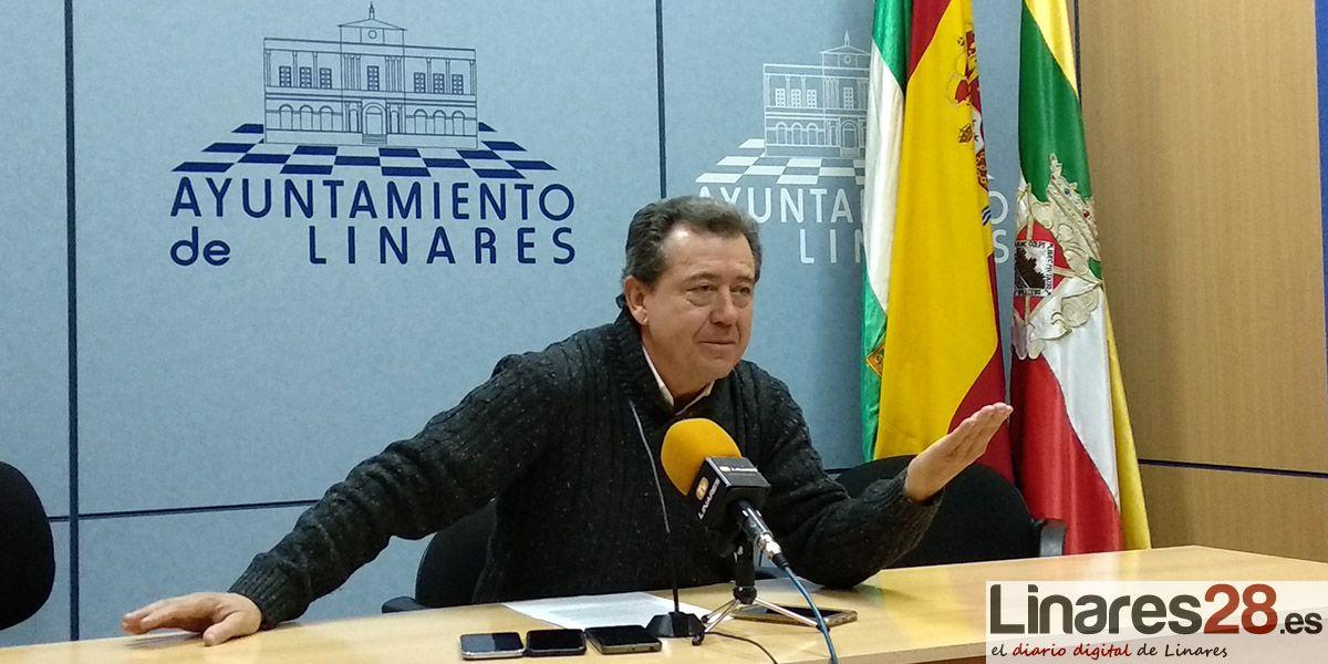 """Juan Fernández valora a las personas que están """"arrimando el hombro"""" por el funcionamiento del Ayuntamiento de Linares"""