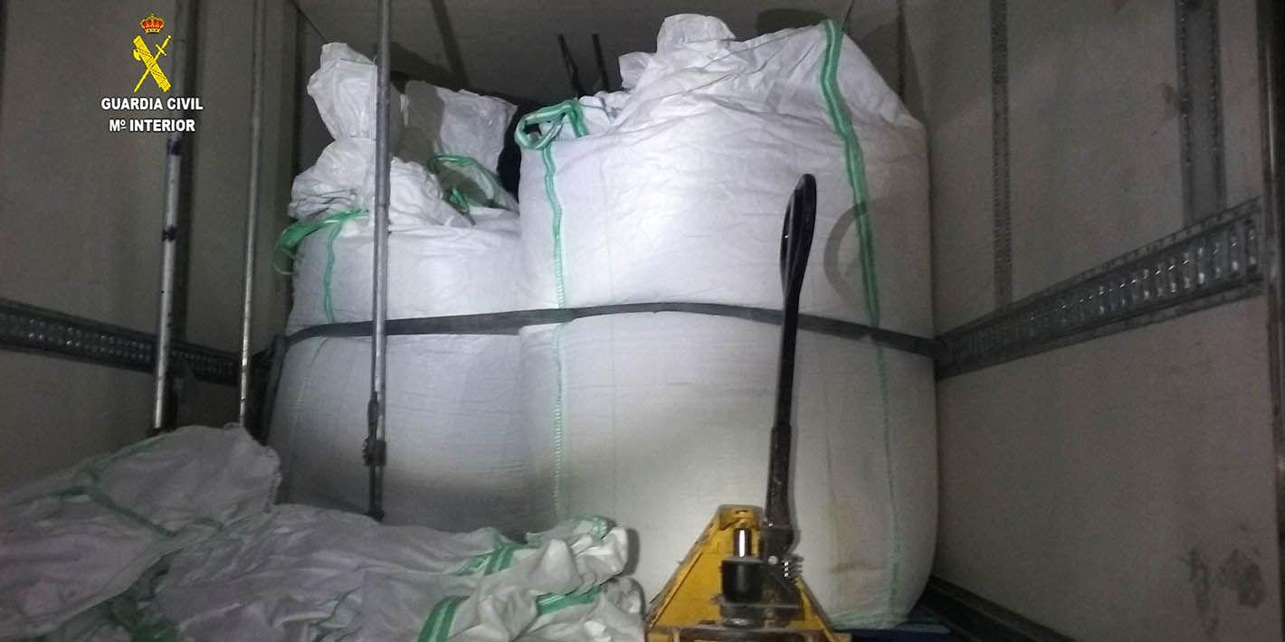 SUCESOS | Tres detenidos cuando transportaban 1.200 kilogramos de hachís