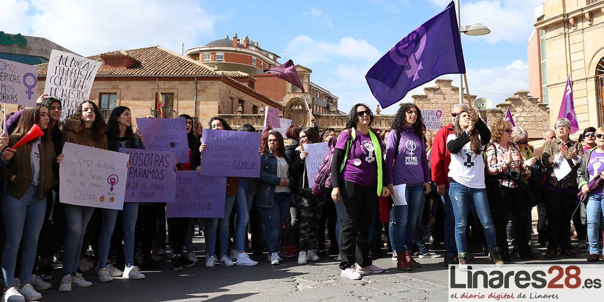 Las mujeres de Linares salen a la calle por la 'Huelga Feminista'