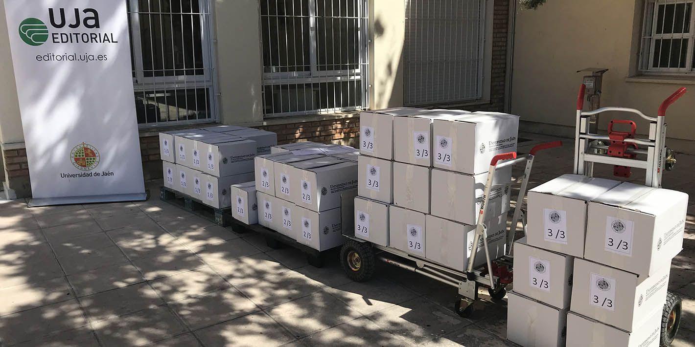 El CEP Paulo Freire y el SIPEP de Linares reciben una donación de libros de la UJA