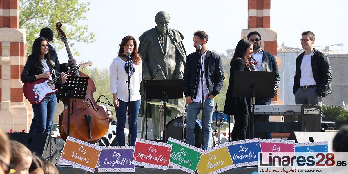 VÍDEO | El Conservatorio de Linares saca a 1000 escolares a la calle con su proyecto 'Musicoles'