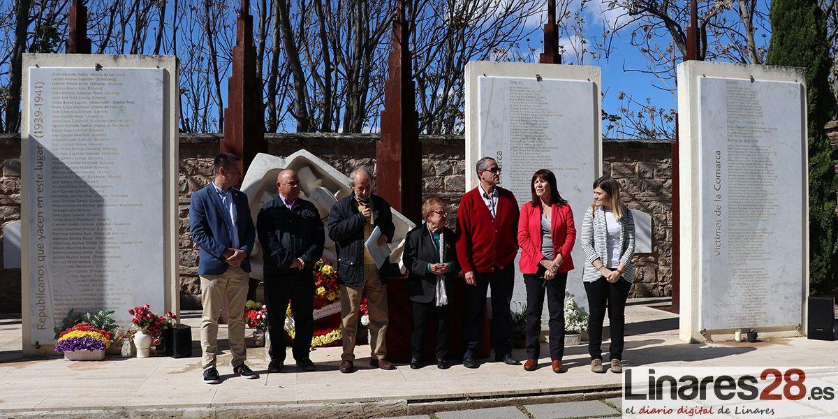 Acto de homenaje a la República en el cementerio de Linares