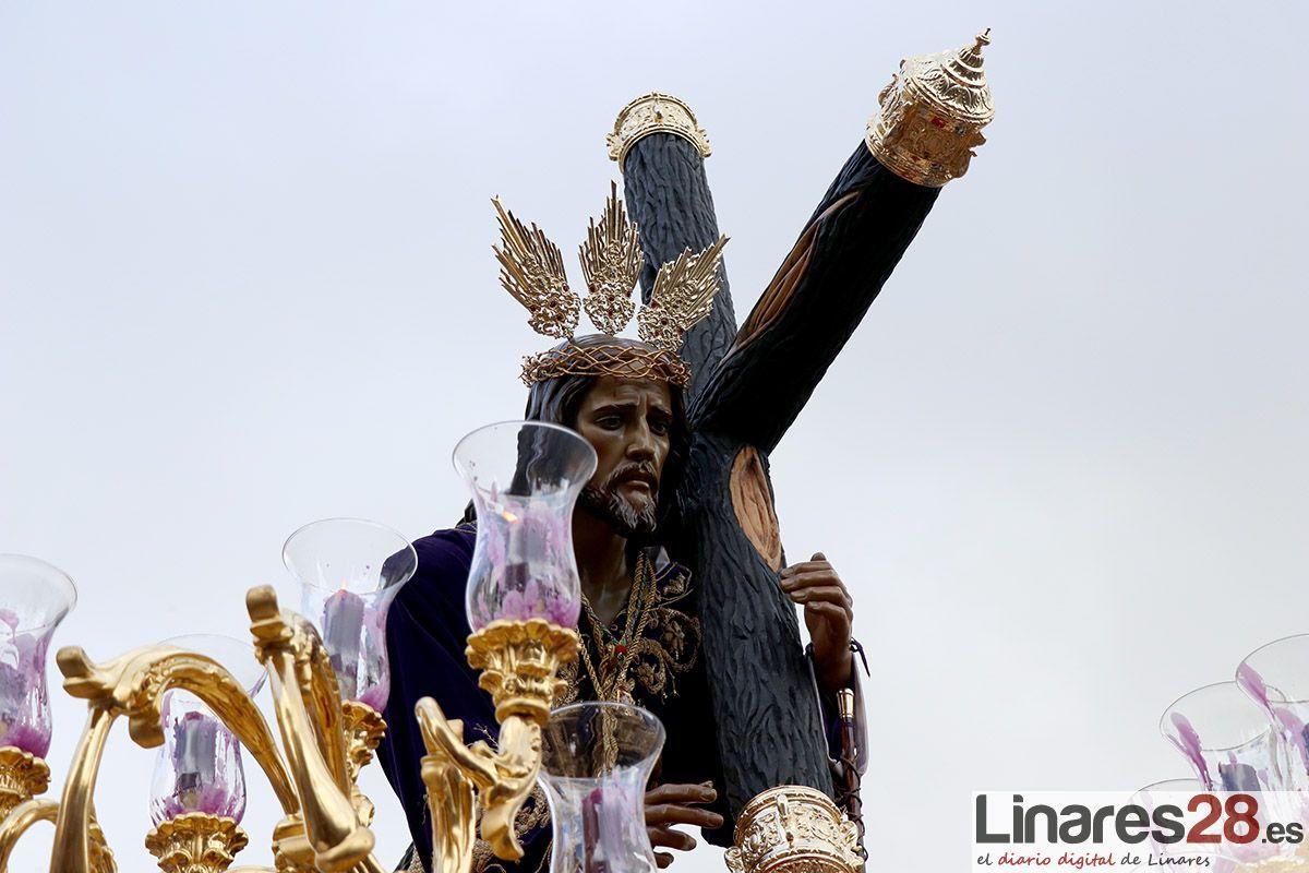 VÍDEO | El Nazareno esquiva la lluvia y bendice a Linares
