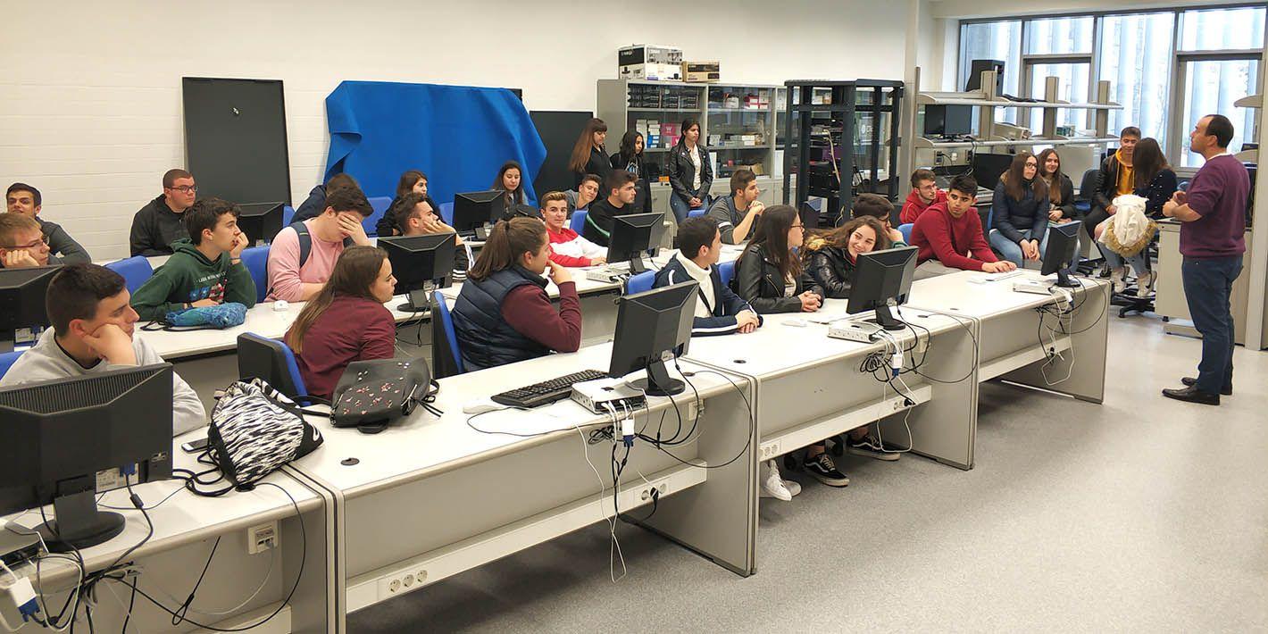 La EPS de Linares acerca a estudiantes de Bachillerato a las energías renovables, al mecanizado de piezas y al mundo del sonido y la imagen