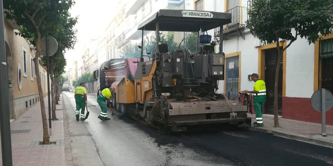 Trabajos de asfaltado en la calle Doctor