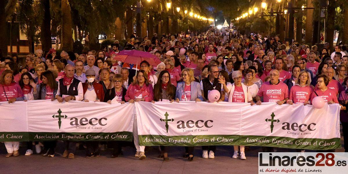 VÍDEO Y FOTOS | Linares marcha vestido de rosa contra el cáncer