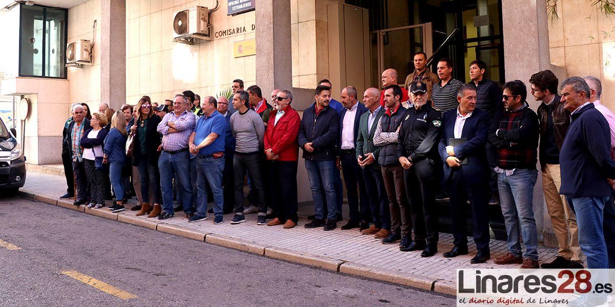 Concentración en Linares en apoyo a los policías destacados en Cataluña