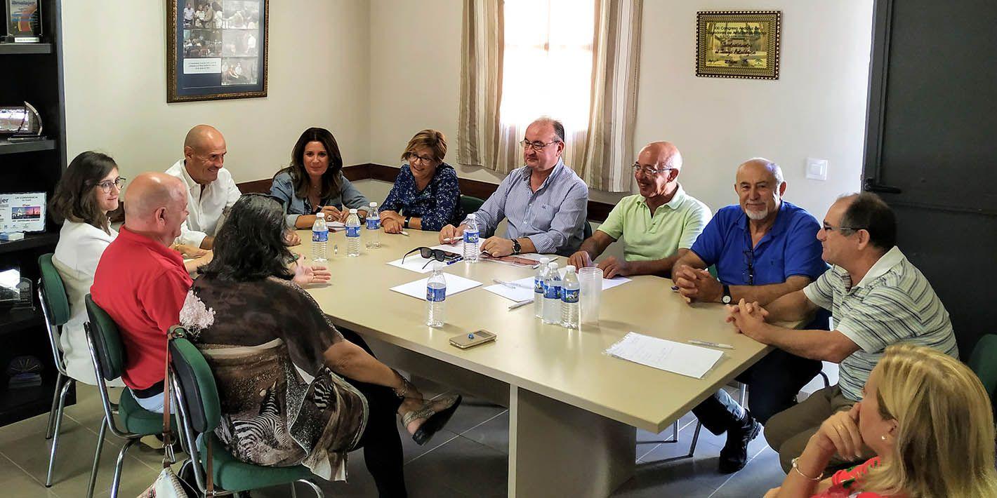 """El Ayuntamiento de Linares se reúne con la Federación linarense """"Agrupa.T"""""""
