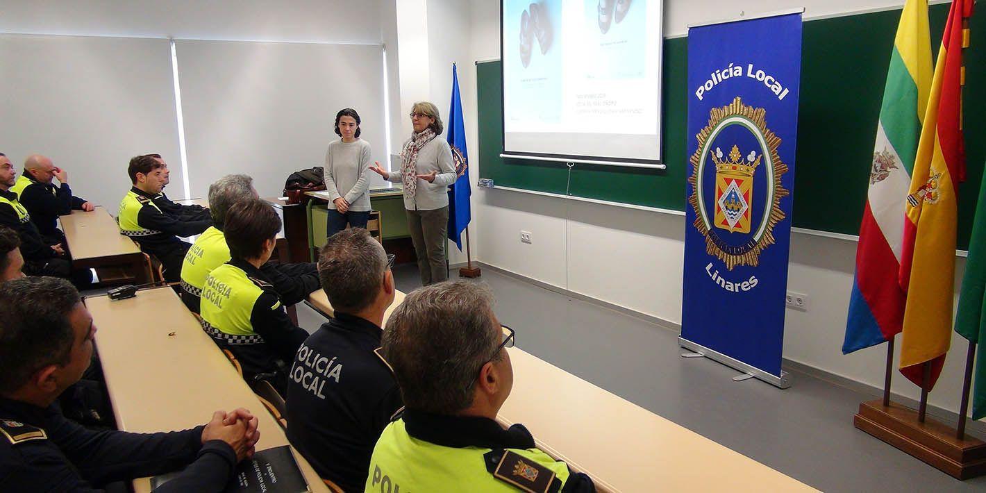 Policías de Linares se forman para intervenir en casos de violencia contra la mujer