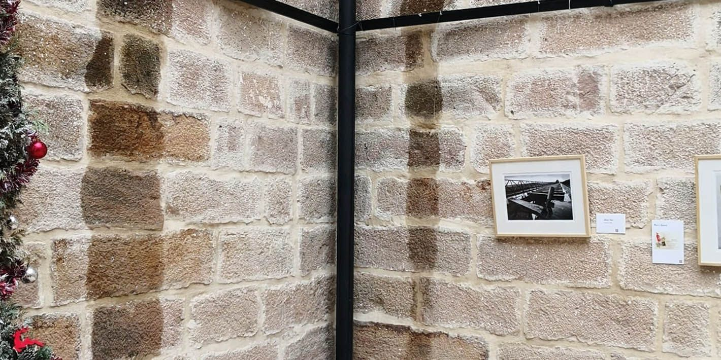 Suspenden la muestra 'Vestigios' por filtraciones de agua en El Pósito