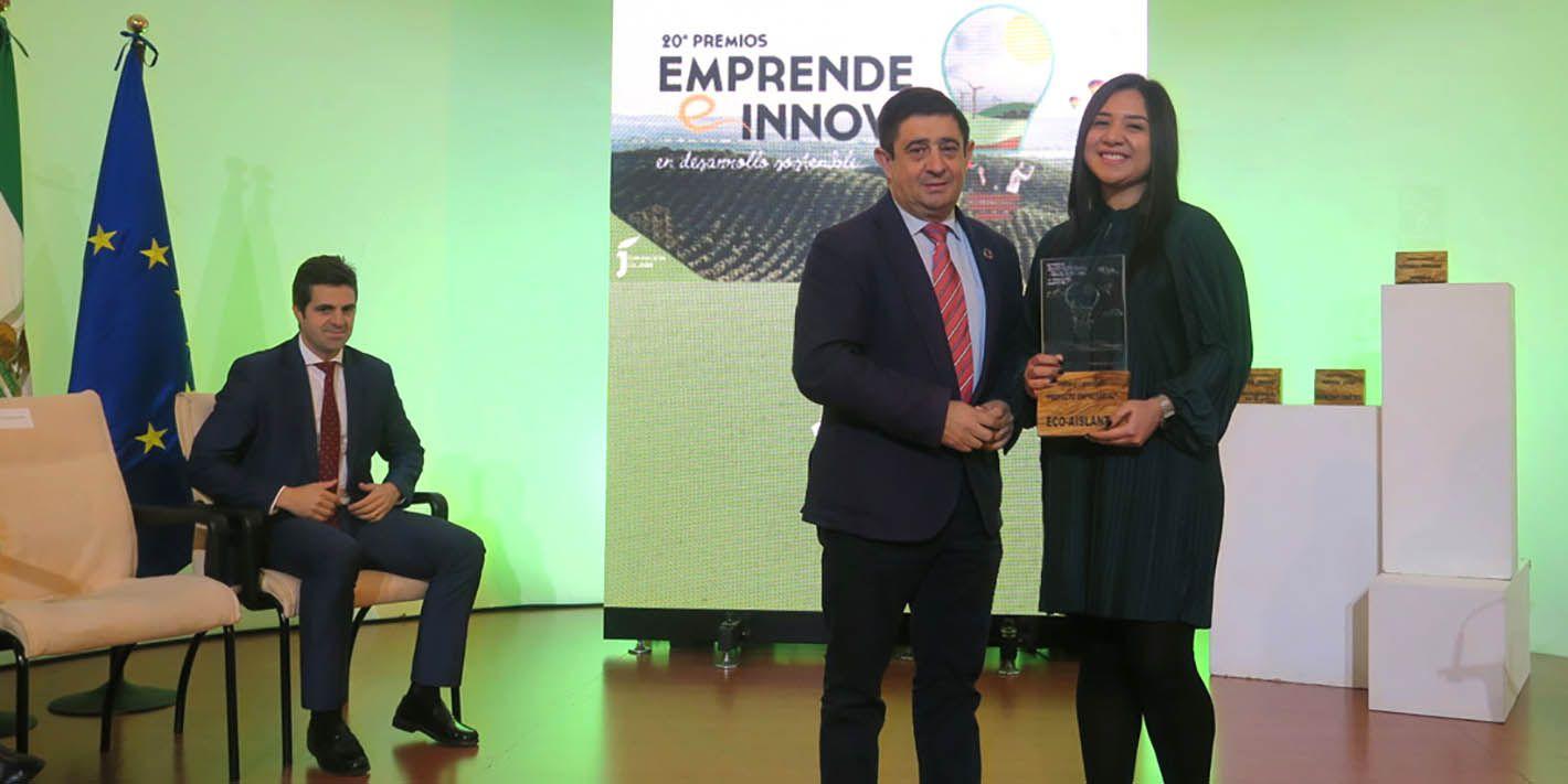La firma linarense 'Eco-Aislante' recibe su premio 'Emprende e Innova'