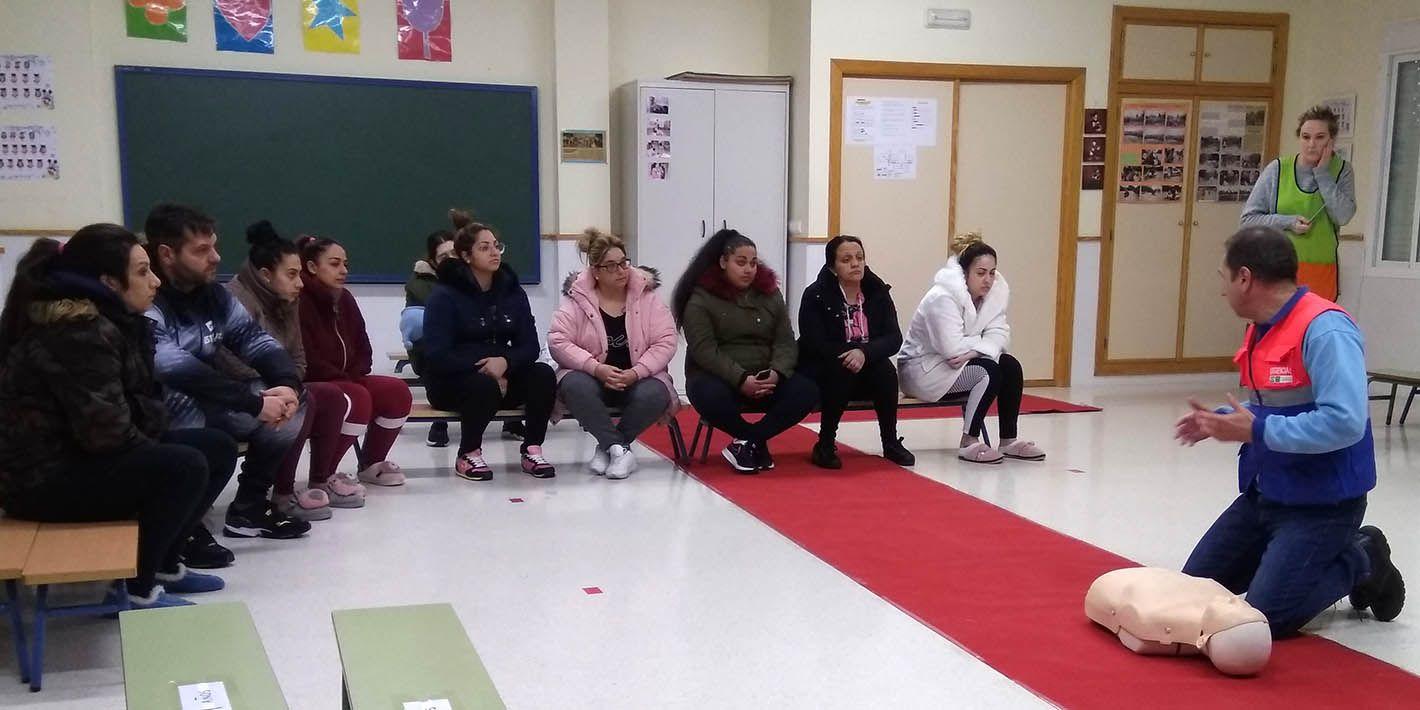 Padres y madres de Linares aprenden primeros auxilios
