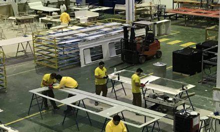 La firma linarense 'Inibé Composites' realiza un estudio para implantar un sistema de incentivos para sus empleados