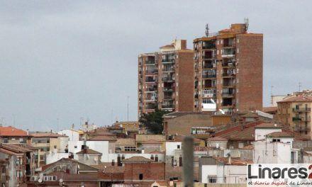 El programa de rehabilitación de la Junta beneficia a una comunidad de vecinos en Linares