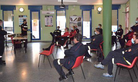 La UME imparte formación teórico-práctica en el Parque de Bomberos de Linares