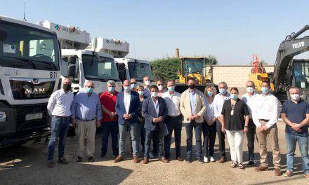 VÍDEO | Presentados en Linares seis nuevos vehículos para la recogida y el tratamiento de residuos