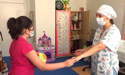 El Hospital de Linares atiende a 35 niños al día en rehabilitación infantil