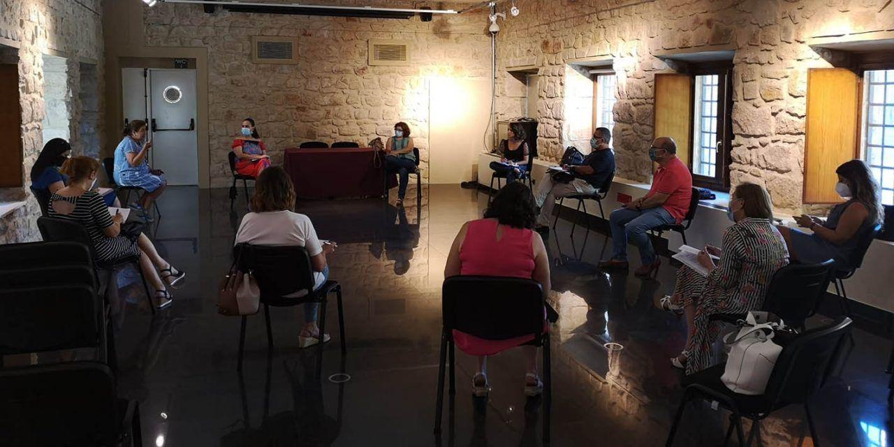 Toma de contacto para la puesta en marcha de los talleres para los y las mayores de Linares