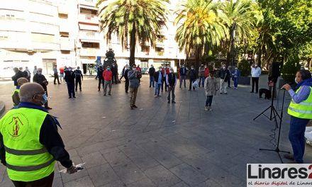 Los pensionistas de Linares protesta por el maltrato de la banca a los mayores