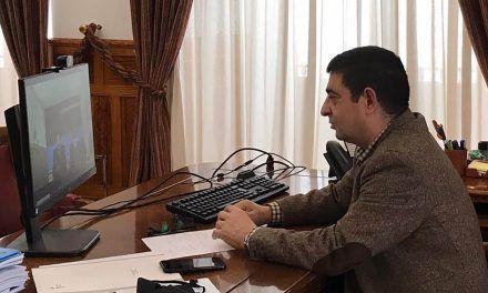 El presidente de la Diputación aborda con responsables de El Corte Inglés el cierre del centro de Linares