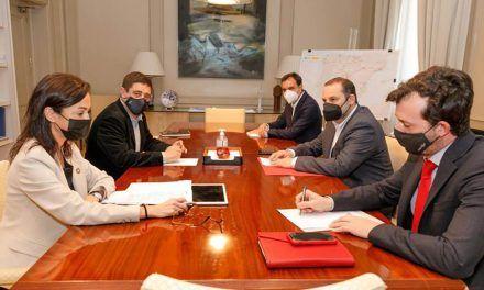 Paco Reyes habla con el ministro Ábalos de la A-32, el ferrocarril y el cierre de 'El Corte Inglés' de Linares
