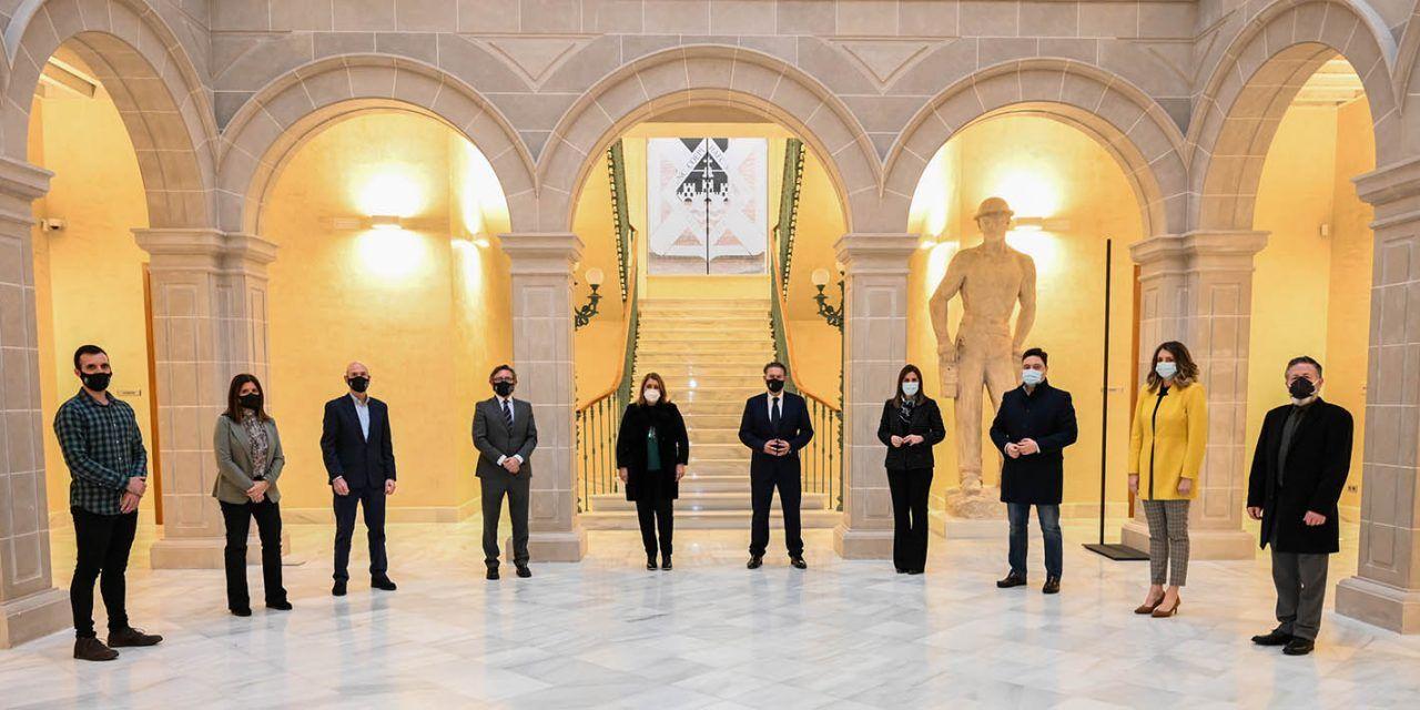 Raúl Caro reestructura las delegaciones de los concejales de gobierno