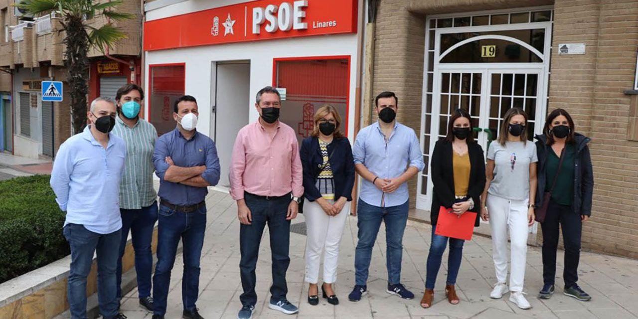 El precandidato socialista a la Presidencia de la Junta de Andalucía Juan Espadas visita Linares