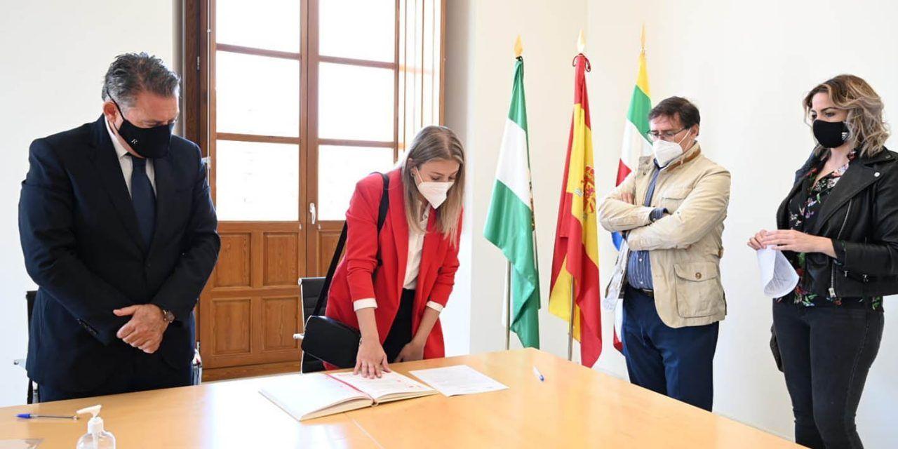Toma de posesión de las nuevas integradoras sociales en el Ayuntamiento de Linares