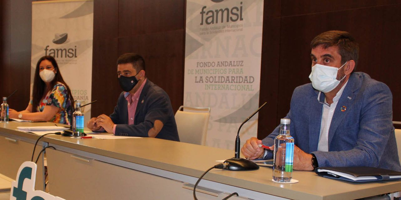 Reyes defiende la capacidad de los gobiernos locales para facilitar la ejecución de fondos europeos y de cooperación