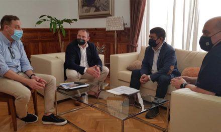 El presidente de la Diputación recibe a la directiva de la Asociación Española Contra el Cáncer en Jaén