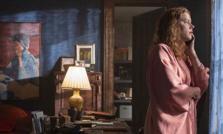 'SESIÓN DISCONTINUA' | Crítica a 'La mujer en la ventana' – Mucho más que una peli de tarde