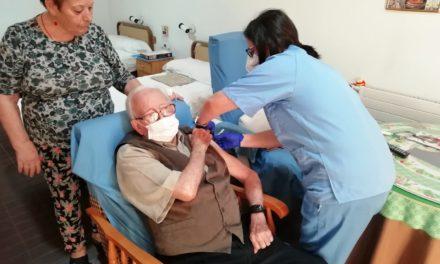 Comienza la administración de la tercera dosis de la vacuna contra COVID-19 en residencias de mayores de Linares