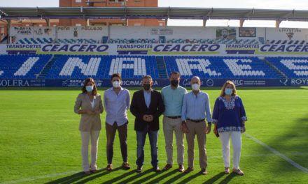 El césped de Linarejos a punto para recibir al CD Alcoyano en el próximo partido de Primera REFF